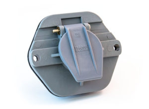 7-Way Receptacle, Solid Pin, 20A Circuit Breakers